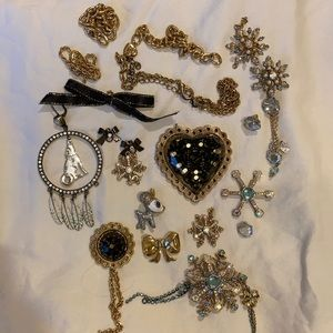 Betsey Johnson Mixed Necklace Pieces (lot)